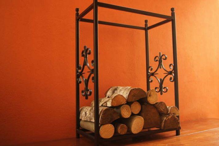 stojak na drewno